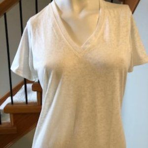 Under Armour Cream V neck work-out top sz M - GUC